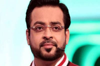 Dr Amir Liaqat Hussain lands in trouble for choking and poking FazalRehman