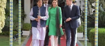 Dressed in Pakistani flag colours, Royal couple meet Pakistani PM Imran Khan in Islamabad