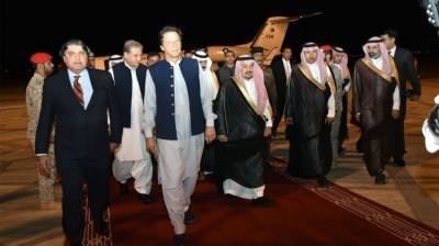 Pakistani PM Imran Khan given Red Carpet welcome upon arrival at Riyadh, capital of Saudi Arabia