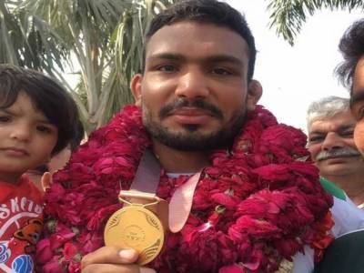 Pakistani World Beach Games gold medal winner Inam Butt given hero's welcome upon arrival at Lahore airport