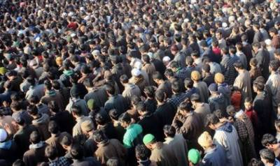 Thousands of Kashmiris defy curfew to attend funeral prayers of martyred youth