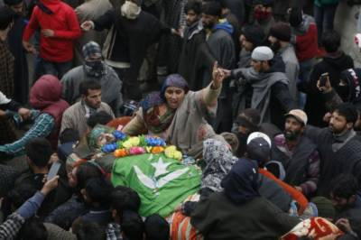 Thousands of Kashmiris defy curfew to join funeral prayers of three youth martyred in Indian troops fake encounter