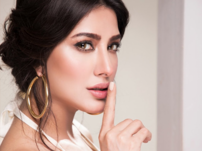 Pakistani Actress Mehwish Hayat rejects Bollywood films offer