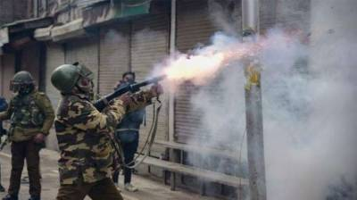 Indian forces resort to fire upon protesting Kashmiris on occasion of Islamophobic EU members drama visit to valley