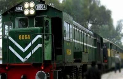 Pakistan Railways Tezgam Express narrowly escapes a big disaster yet again