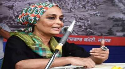 Top Indian Author Arundhati Roy shames India over Occupied Kashmir lockdown