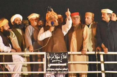 Defiant Maulana Fazalur Rahman rejects PTI government's offer