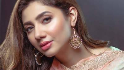 Yet another feather in the cap of gorgeous Mahira Khan