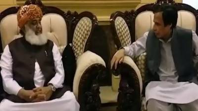 PML - Q leader held important meeting with JUI F Chief Fazalur Rahman, Positive outcome hinted