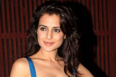 Indian actress Ameesha Patel arrest warrants issued