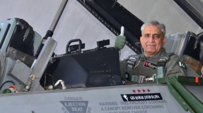 (VIDEO): COAS General Qamar Bajwa flies Pakistan F - 16 fighter jet at PAF Base Mushaf