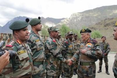 In a direct threat to Pakistan, Indian Military makes heavy offensive deployment along Pakistan borders