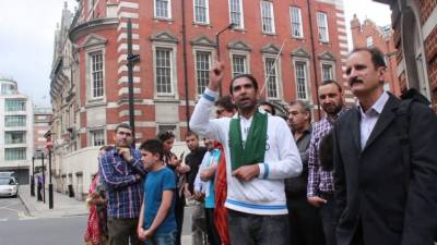 Enraged mob staged big protest demonstrations outside former PM Nawaz Sharif Avenfiled Apartments in London