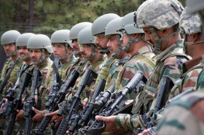 11 soldiers and officers of Indian paramilitary troops killed and injured: Report