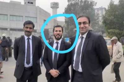 PM Imran Khan's nephew Barrister Hassan Niazi was present outside PIC during lawyers violent protests
