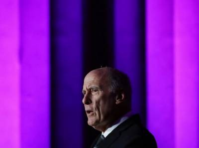 US President Donald Trump's relations with the Intelligence agencies including CIA worsens