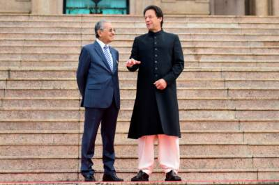 Pakistani PM Imran Khan compares his govenment with that of Malaysian Mahathir Mohamad