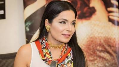 Famous Pakistani Actress Meera stuns all with her surprise announcement