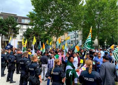 Sikhs, Kashmiris and Pakistanis stage massive protests in front of Indian Consulate in Frankfurt Germany