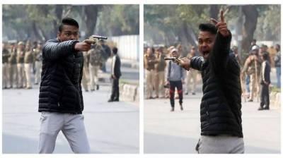 Hindu terrorist open fire on protesters outside Jamia Millia Islamia In New Delhi