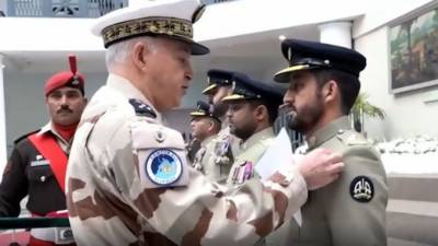 Pakistan Army Aviation Pilots awarded with international award by French Commander for bravery