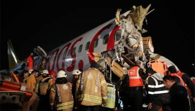 Passenger Plane splits into three parts after slipping off the Wet Runway, 120 passengers injured