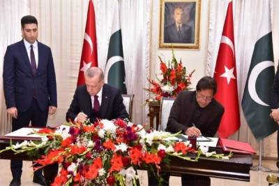 Pakistan and Turkey signed 13 bilateral agreements in defence and economy sectors