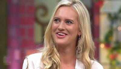 Shaniera Akram has a strong message for the Pakistani girls having brown skins