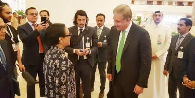 Pakistan Foreign Minister Shah Mehmood Qureshi held meeting with his Indonesian counterpart in Doha