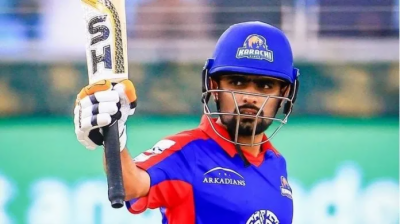 Karachi Kings Babar Azam keeps an eye on the players performance in the PSL