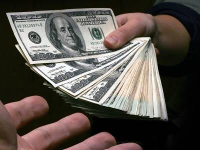Near $1 billion hot money flown out of Pakistan in last one month