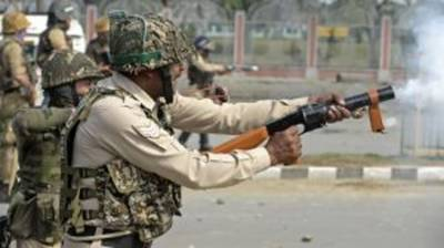 Indian troops open direct fire on protesting Kashmiris in Srinagar