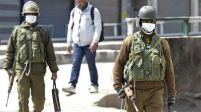 In a New low, Indian troops harass and beat the health professions in Occupied Kashmir
