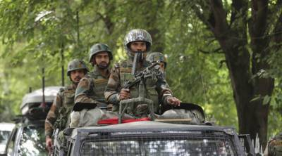 Indian troops arrest over dozen youth in IOK