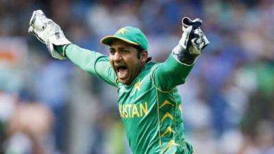 Sarfraz should have refused the central contract: Inzamam