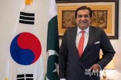 Ambassador Qureshi presents credentials to Iranian President
