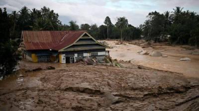 Flash floods, landslides kill 30 in Indonesia July 17, 2020