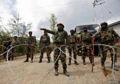 Indian troops sealed all entry and exit points of Soura area and launched door to door searches in Srinagar, july 17, 2020