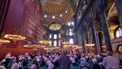 Thousands of Muslims offer Friday prayers at Hagia Sophia mosque July 24, 2020