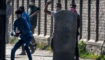 Massive clashes erupt in Occupied Kashmir after martyrdom of 4 people by Indian troops