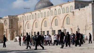 Dozens of Israelis forced their way into Jerusalem Al Aqsa mosque
