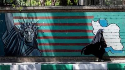 Iran strongly reacts against the US sanctions threat