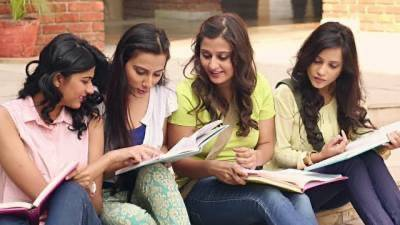 Pakistani university bans jeans, t shirts and makeup for female students