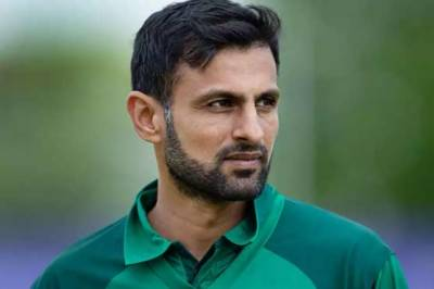 Former Skipper Shoaib Malik narrowly escaped an accident in Lahore