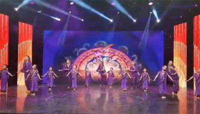 """(VIDEO): Chinese students perform on Pakistani national song """"Sohni Dharti"""""""