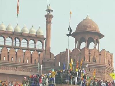 In a worst for India, farmers hoist Khalistan flag on Red Fort Delhi