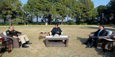 PM Imran Khan held important meeting with COAS and DG ISI