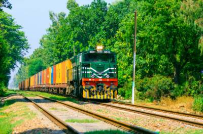Pakistan Railways launches an online premiering container train between Lahore to Karachi