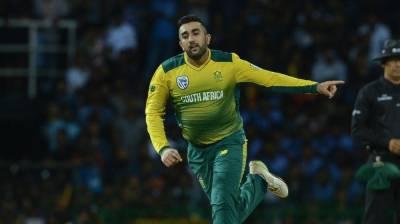 South African spinner Tabraiz Shamsi caught defending De Kock over social media