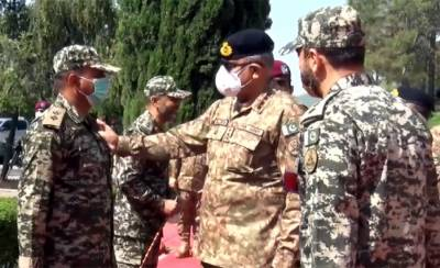 COAS General Qamar Bajwa celebrates second day of Eid with soldiers on western borders